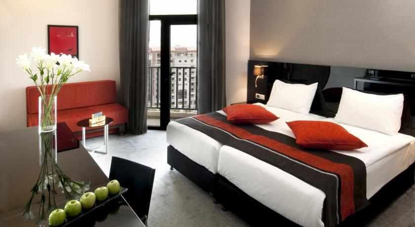 חדר עם מרפסת קראון פלאזה