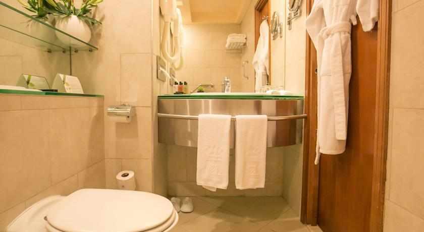 אמבטיה דן פנורמה
