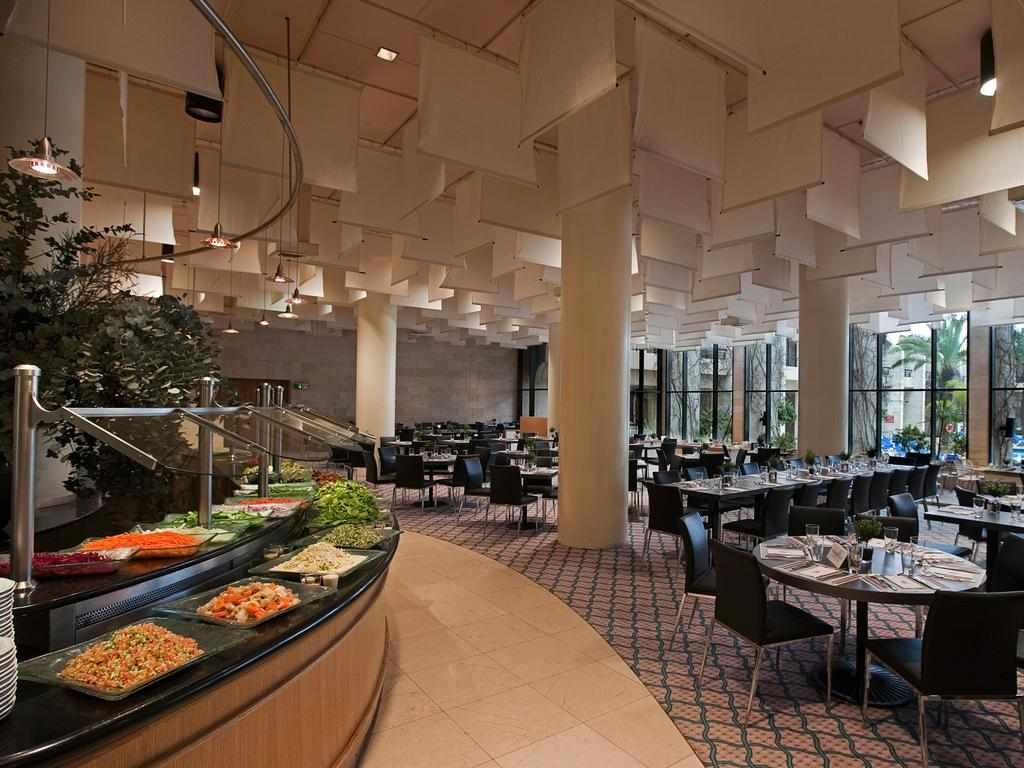 חדר אוכל מלון דן