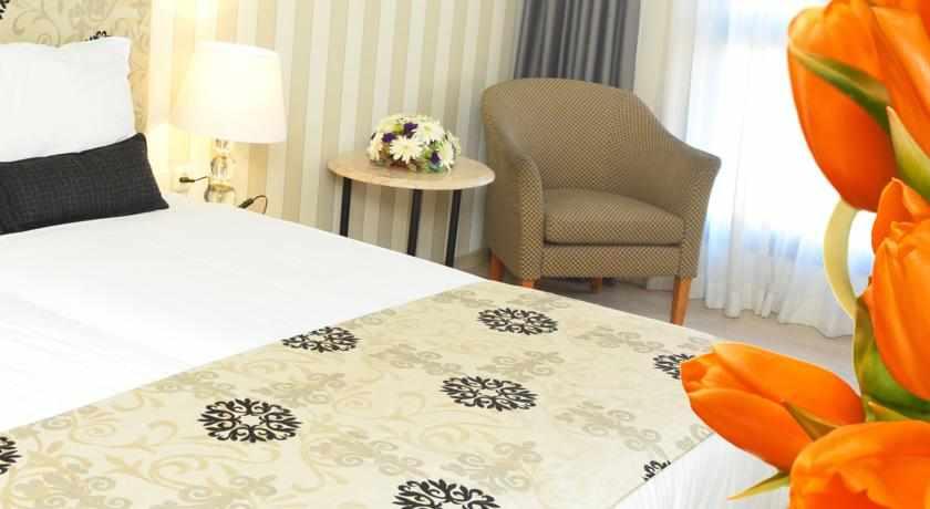 מיטה זוגית מלון אלדן