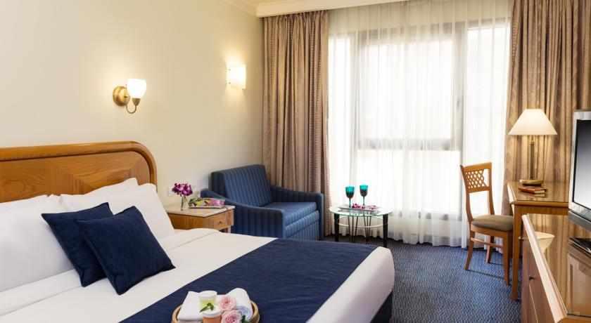 מיטה זוגית מלון גרנד קורט