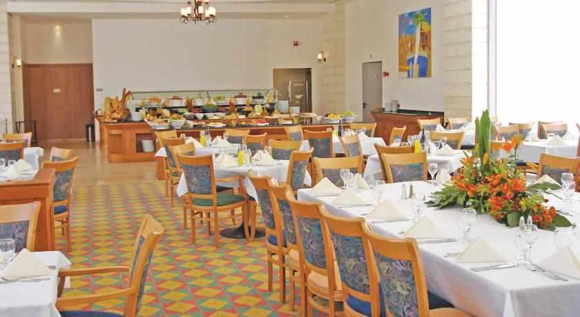 חדר אוכל מלון גרנד קורט
