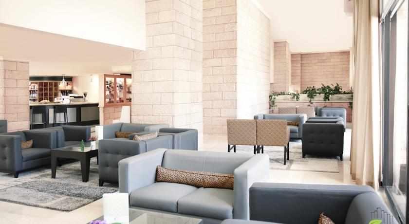 לובי מלון גני ירושלים