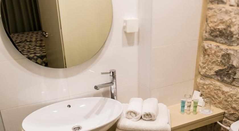 אמבטיה מלון ג'רוזלם אין