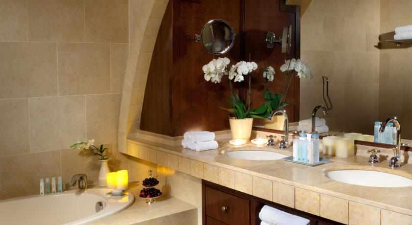 אמבטיה מלון המלך דוד