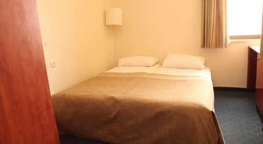 מיטה זוגית מלון דירות לב