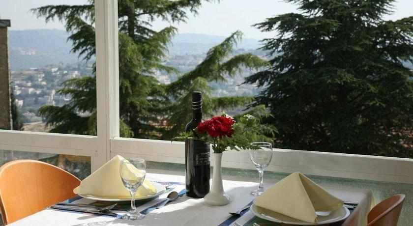 ארוחה רומנטית יערים מעלה החמישה