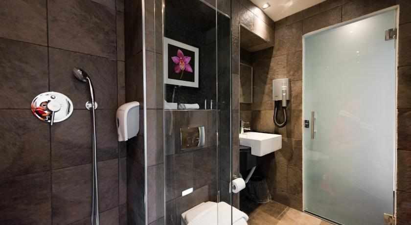 מקלחת מלון מונטיפיורי