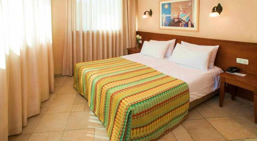 מיטה זוגית מלון פלטין