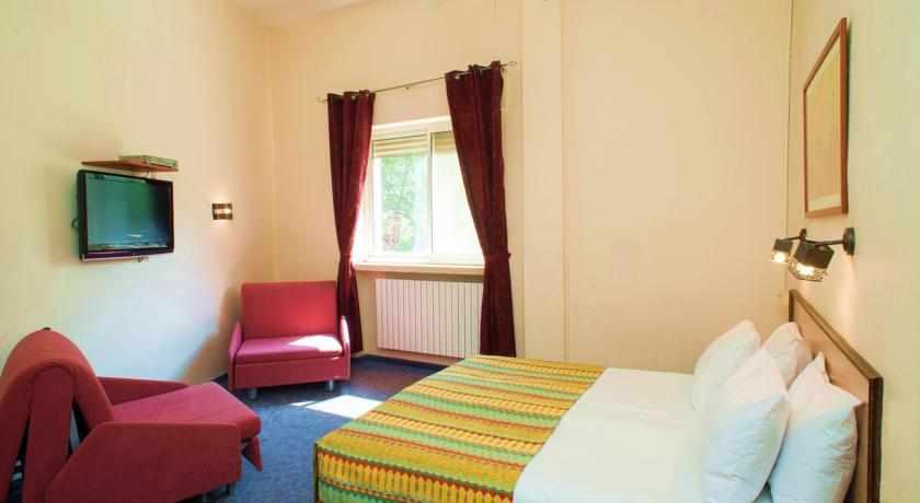 חדר לשלושה מלון פלטין