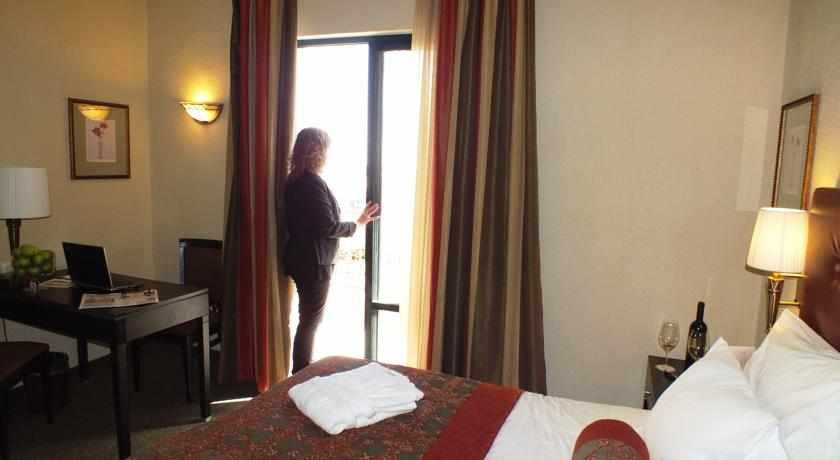 חדר עם מרפסת פרימה המלכים