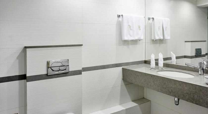 אמבטיה מלון רמדה