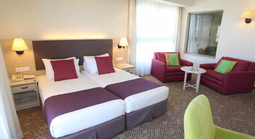 מיטה זוגית מלון רמת רחל